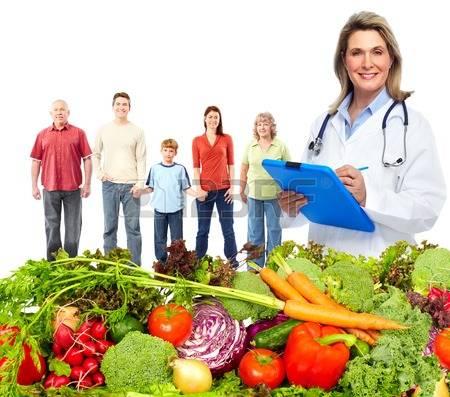 44143930-medico-con-le-verdure-e-la-famiglia-dieta-sana-e-nutrizione